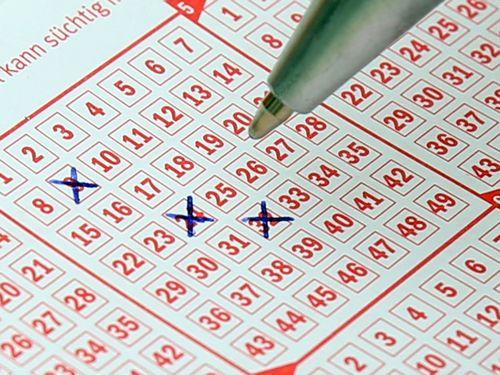Czy faktycznie większość zwycięzców loterii szybko przehula swoje pieniądze?